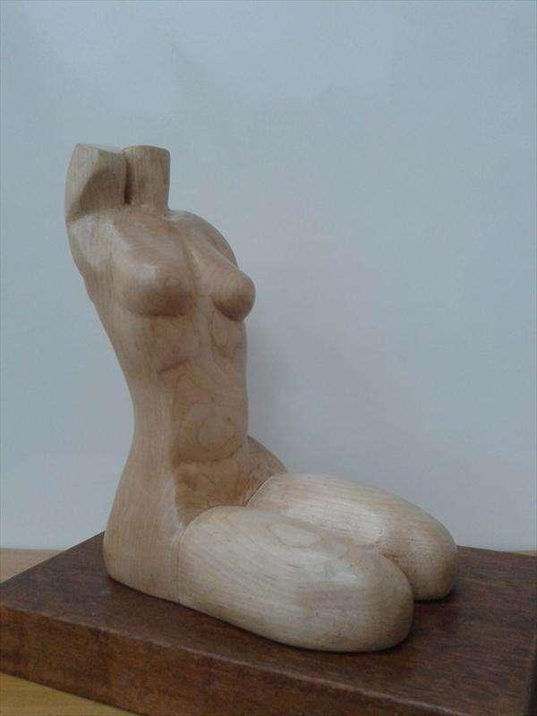 אשה יושבת, עץ מייפל, סילביה