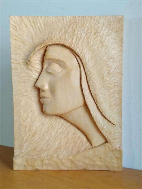 תבליט פני אשה, מעץ תרזה, סילביה