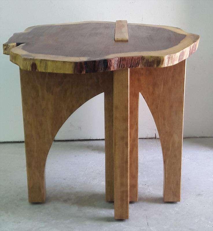 שולחן קטן, פרוסת סיסים הודי עם רגליים מעץ אמרי, חיים