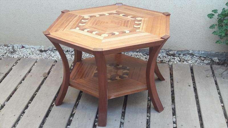 שולחן למינה, בעיקר עץ ספלי עם נגיעות מנסוניה ומייפל, גילה