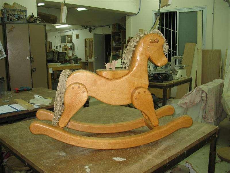 סוס עץ בשם אלבה, עץ בוק, מיקי