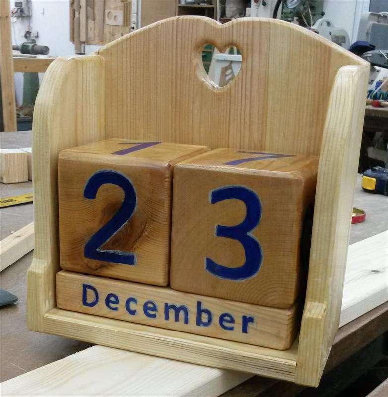 לוח שנה לנצח מעץ אורן, שושנה
