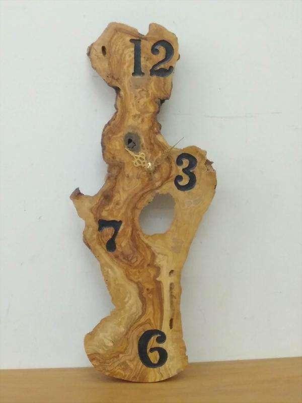 שעון משורש עץ זית, ישראל