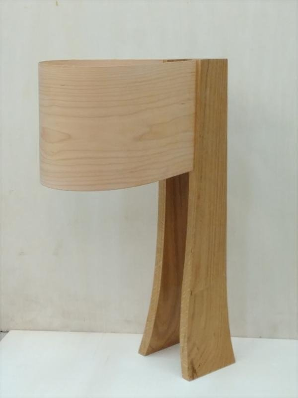 מנורת צד משילוב עץ אלון ופורניר מייפל, נועה