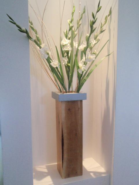 אגרטל מעץ אלון, עבודתה של ריקי