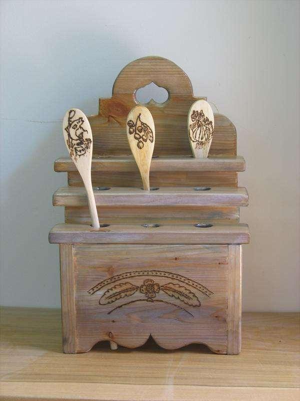 מחזיק כפות מסורתי, מעץ אורן מגוון, מעשה ידיה של אהובה